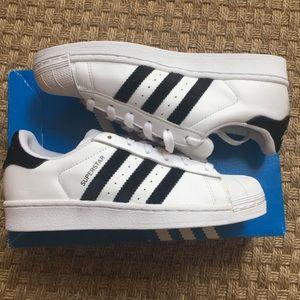 Adidas superstar J size 4.5
